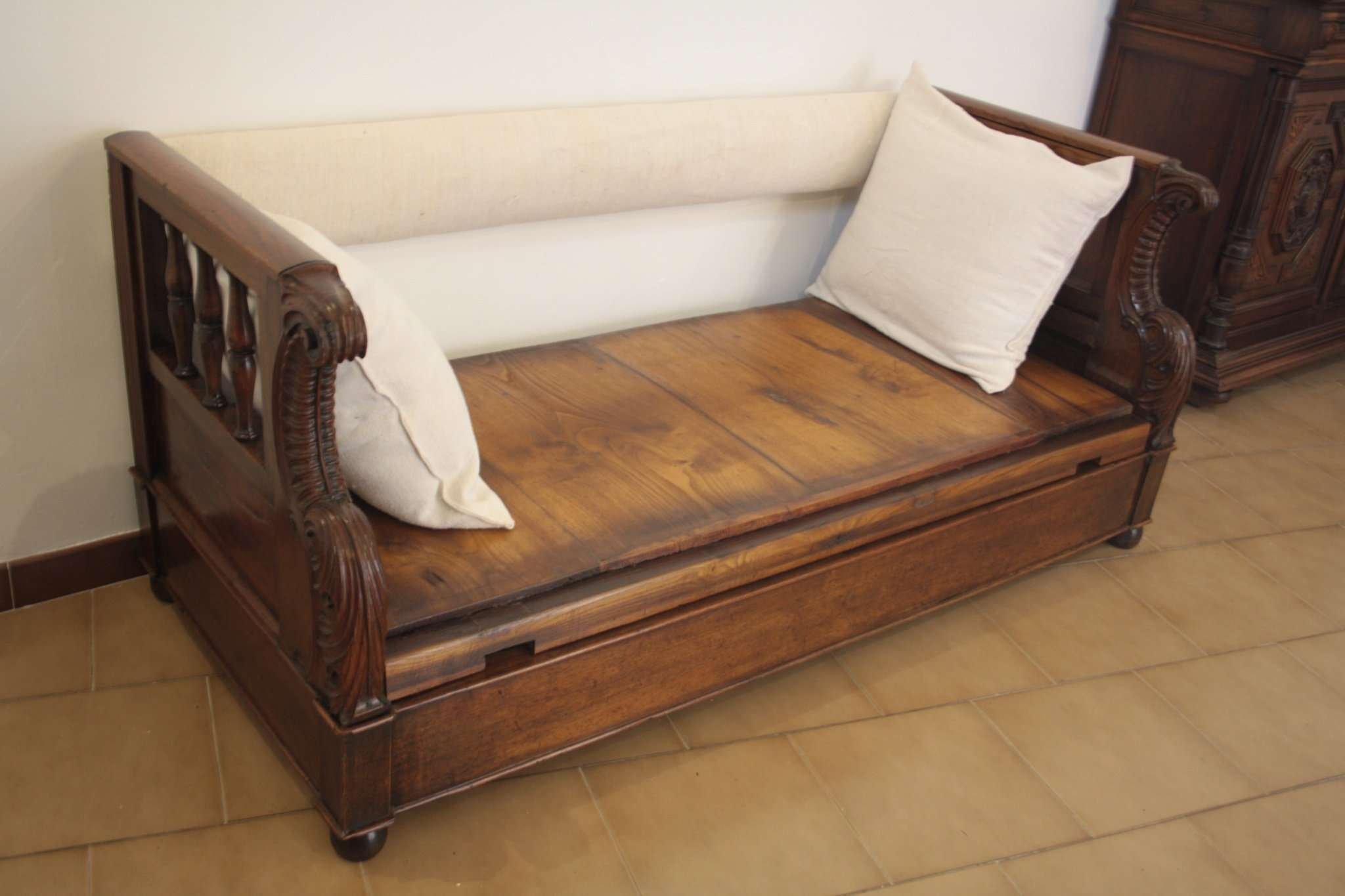 Restoration chest sofa solid walnut 1870 Tuscany