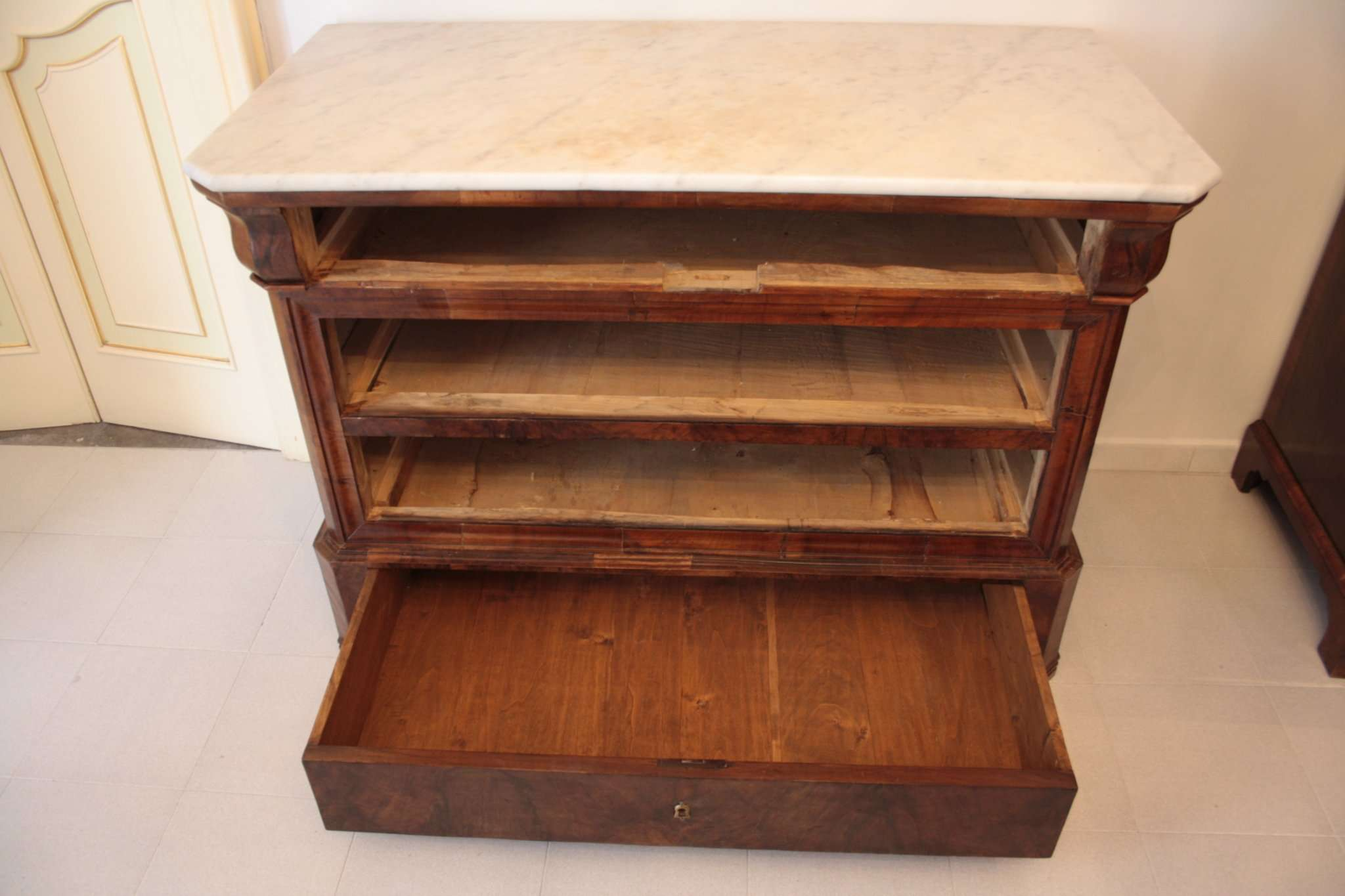 Dresser charles x 1825 1835 workmanship napoli for Furniture 1825