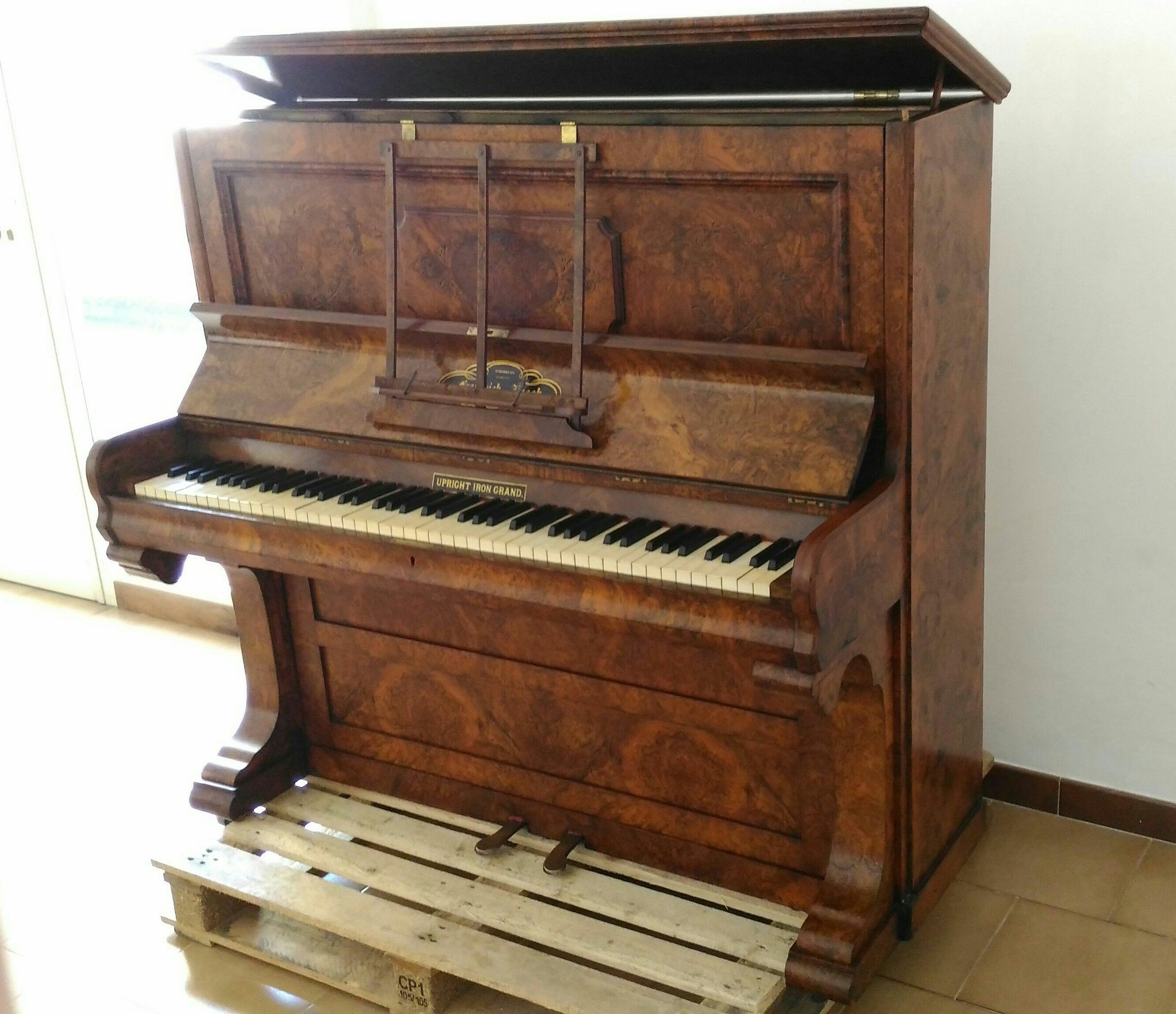 Upright piano Frederick Reogh, 1870 London