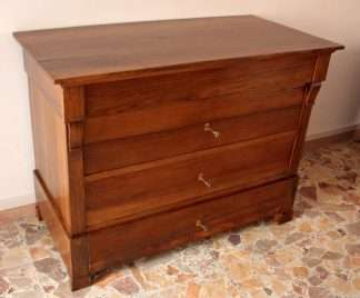 Louis Philippe chest of drawers in solid walnut, craftsmanship, Cilento, Southern Italy, 19th century